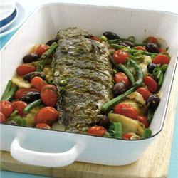 Сибас запеченный с овощами и пряными травами