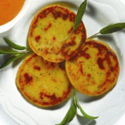 Лепешки из картофеля с соусом из сладкого перца