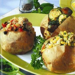 Картофель, запеченный в духовке с разными начинками