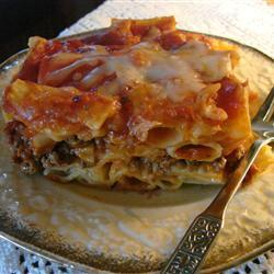 Запеканка из макарон с фаршем и томатным соусом
