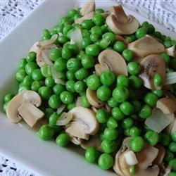 Зеленый горошек с шампиньонами