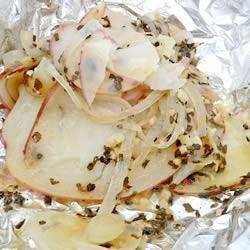 Картофель с луком на гриле