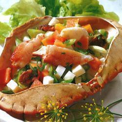 Тропический салат из крабов и авокадо