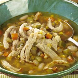 Суп чили с курицей, грибами и фасолью