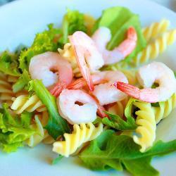 Макаронный салат с креветками
