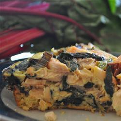Киш с лососем и листовой свеклой мангольд