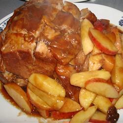 Запеченная свинина с яблочным соусом