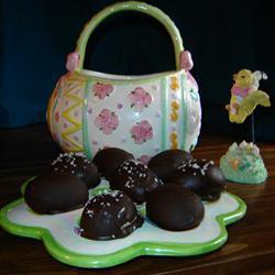 Шоколадные яйца с кокосовой и арахисовой начинкой