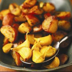 Молодой картофель с имбирем и чесноком