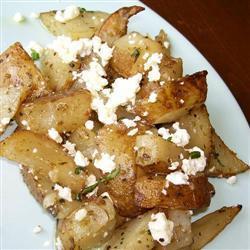 Запеченный в духовке картофель с фетой