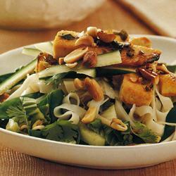 Вьетнамский салат из тофу и рисовой лапши