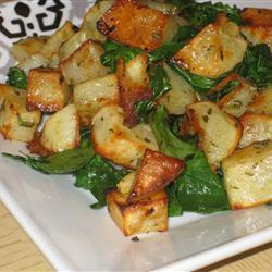 Запеченный картофель с зеленью и чесноком