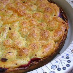 Пирог с малиной и консервированными персиками