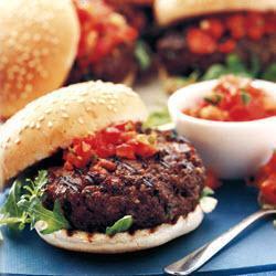 Гамбургеры с острой сальсой по-средиземноморски
