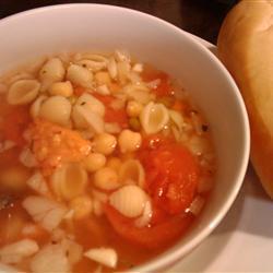 Суп из гарбанзо, помидоров и макарон