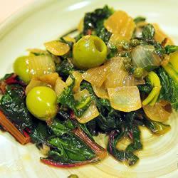 Свекла мангольд с карамельным луком и оливками