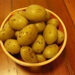 Картофель в мундире отваренный на пару с тмином