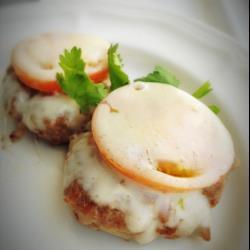 Котлеты в мультиварке с помидорами и сыром