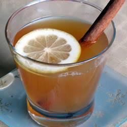 Горячий яблочный сок со специями