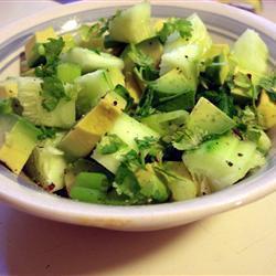 Салат из огурцов и авокадо