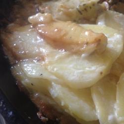 Картофель в сливках на сковороде