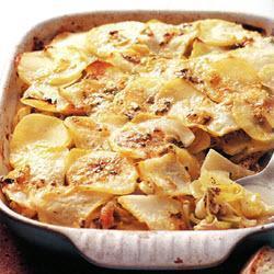 Запеканка с курицей, картофелем и голубым сыром