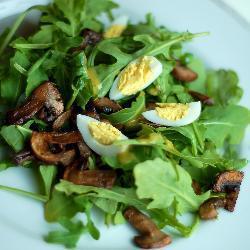 Грибной салат с яйцом