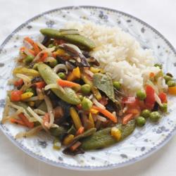 Овощи с черным чесноком и рисом
