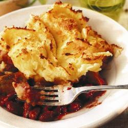 Жареные колбаски с фасолью и пюре