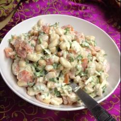 Салат с фасолью и сыром