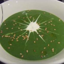 Французский суп из шпината с козьим сыром