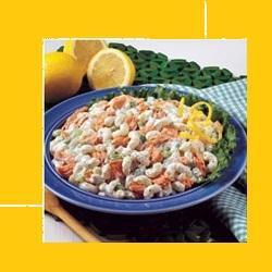 Прохладный салат с креветками