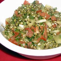 Салат из пророщенной чечевицы