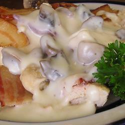 Курица с беконом и грибами в сливочном соусе