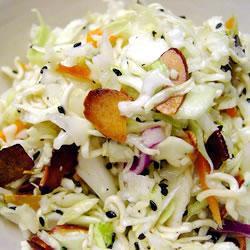 Капустный салат с сухой лапшой Рамен