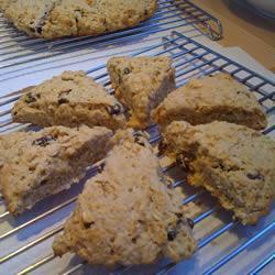 Шотландские овсяные булочки-сконы с геркулесом и изюмом