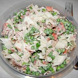 Салат из крабовых палочек с зеленым горошком
