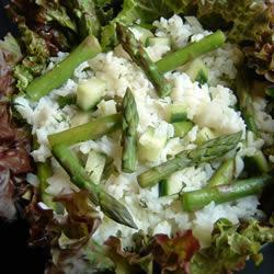 Салат из спаржи, огурцов и риса