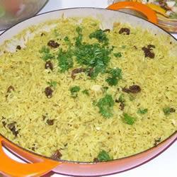 Восточный рис с кокосовым молоком, изюмом и орехами кешью