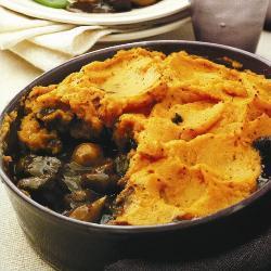 Рагу из оленины с пюре из сладкого картофеля