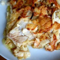 Тилапия запеченная в сливочном соусе с картошкой.