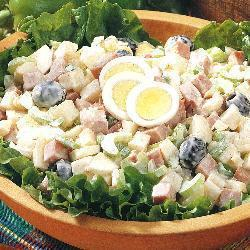 Праздничный картофельный салат с ветчиной