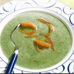 Суп из водяного кресса с копченым лососем