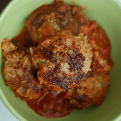 Тефтели с рисом в томатном соусе.