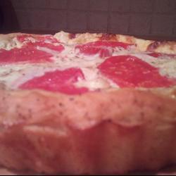 Пышный пирог с помидорами