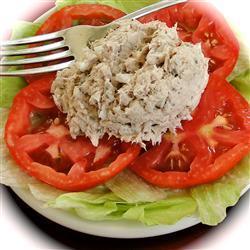 Салат из консервированного тунца с грибами