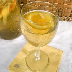 Белая Сангрия с манго и апельсином