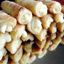 Трубочки из белого хлеба со сливочным сыром