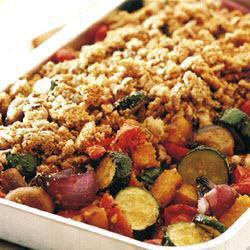 Печеные овощи под рассыпчатой сырной корочкой