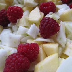 Салат из фенхеля, яблок и малины